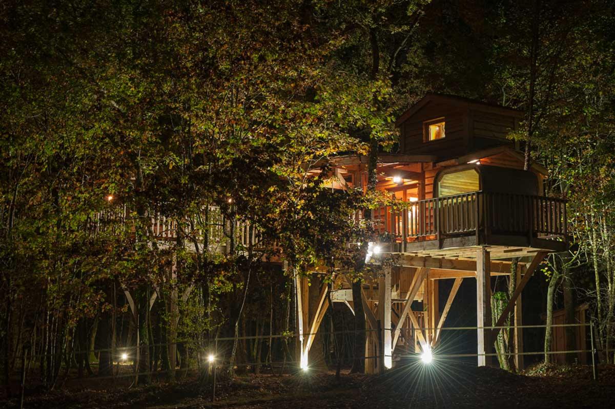 cabane de luxe bois des nauzes photos cabane perch e. Black Bedroom Furniture Sets. Home Design Ideas